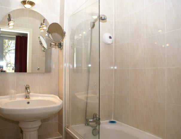 Salle-de-bain des suites familiales